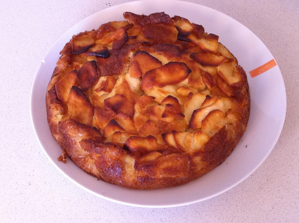 Pastís de poma recent fet
